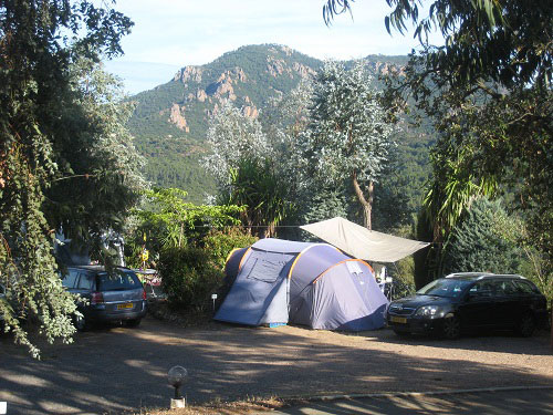 Camping les adrets de l esterel var en provence les for Camping avec piscine dans le var